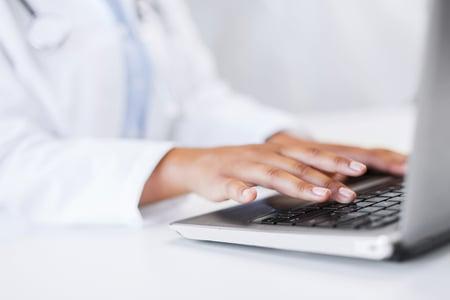Hands-laptop